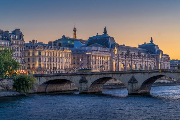 Pont:フランスの祝日の不思議